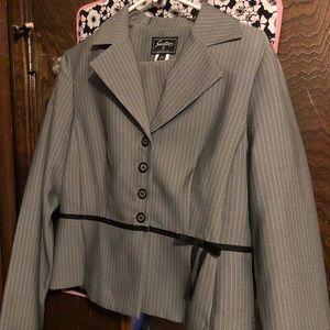 Dresses & Skirts - Gray skirt suit